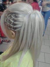 Ehrfürchtig entzückende Emo Frisur-Ideen für Mädchen#BeautyBlog #MakeupOfThe…