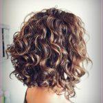 Einfache Frisuren für kurzes lockiges Haar