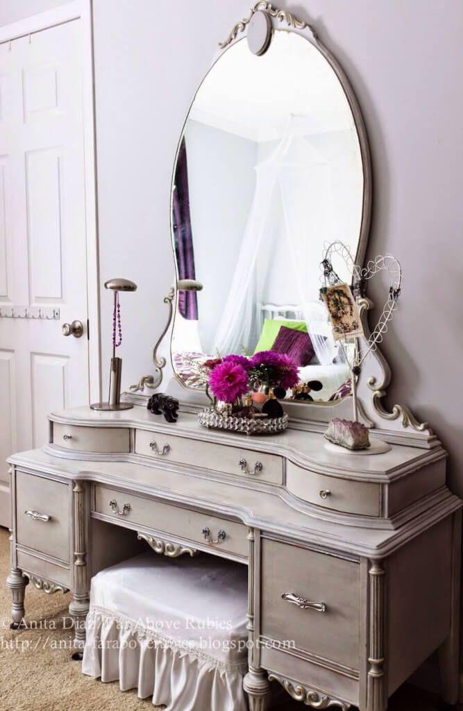 Elegant Vintage Vanity