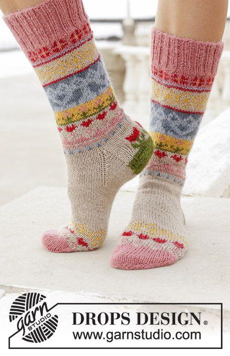 Enchanted Socks / DROPS 189-23 – Free knitting patterns by DROPS Design