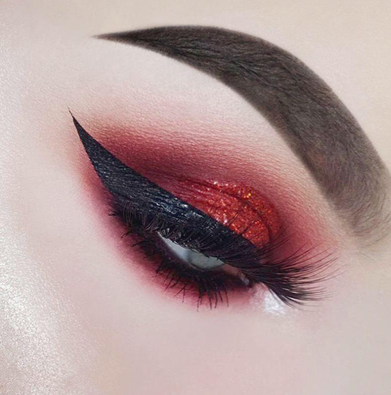 Eye Makeup Tutorial For Over 50s many Modern Eye Makeup Ideas #EyeMakeupDark