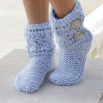 Fia / DROPS 189-33 - Knitted slippers with lace pattern and garter stitch. The p...