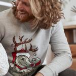 Finde den perfekten Weihnachtspullover für dein Weihnachtsfeier-Outfit!