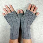 Fingerlose Handschuhe mit kleinen Eulen