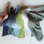 Gestrickte Babydecke - gestreiften Leinentuch Wurf von myBlueMeadow auf DaWanda....