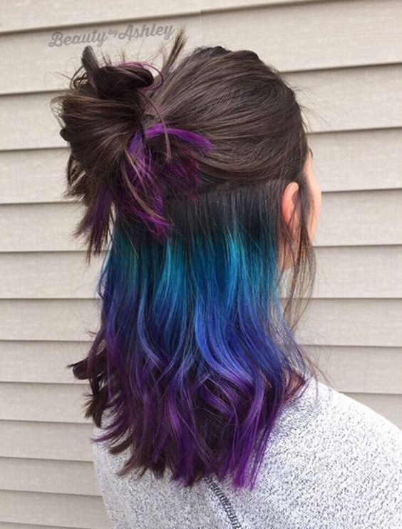 Grün-Blau-Lila-Ombre unter späterem Haarfärbemittel