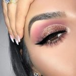 Idée Maquillage 2018 / 2019 : Pink and gold glitter eye make-up - Flashmode Bel...