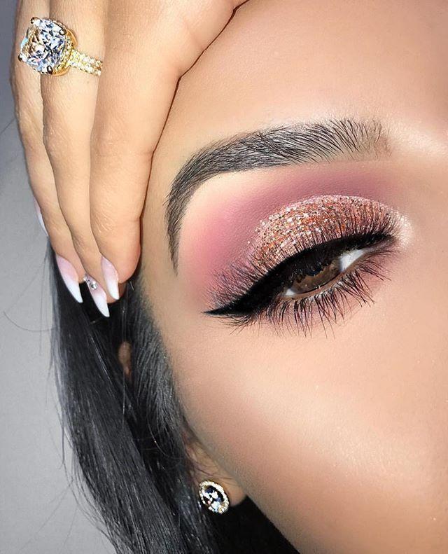 Idée Maquillage 2018 / 2019 : Pink and gold glitter eye make-up – Flashmode Bel…
