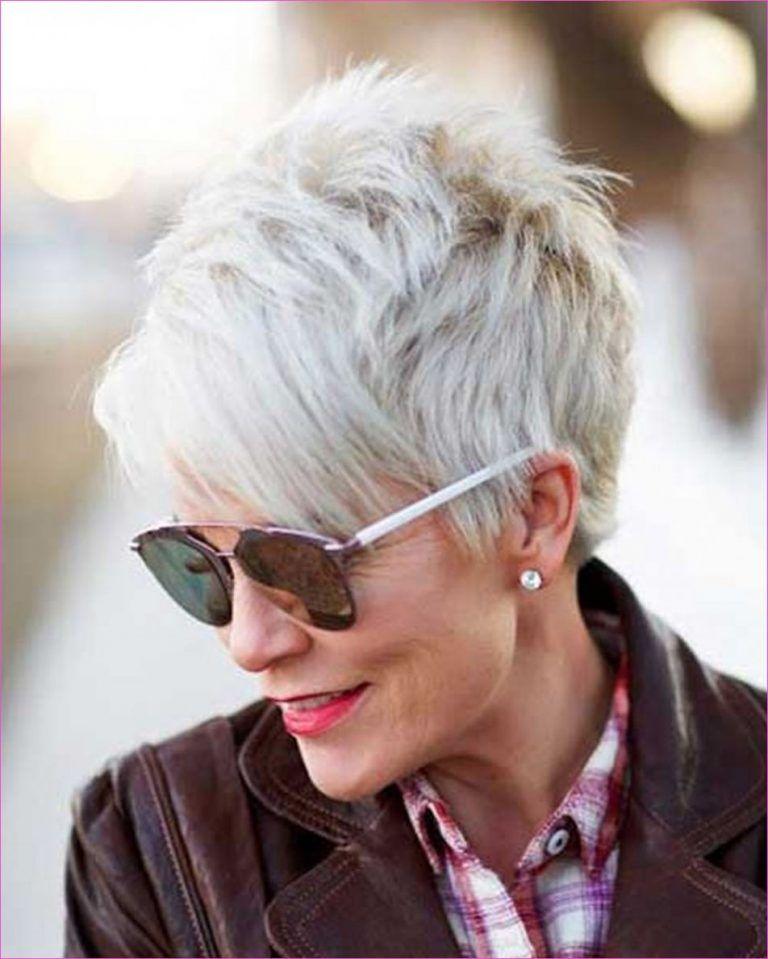 Kurze Frisuren für ältere Frauen 2019, die Sie wie ein Mädchen macht