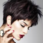 Kurze Frisuren mit schwarzem Farbeffekt