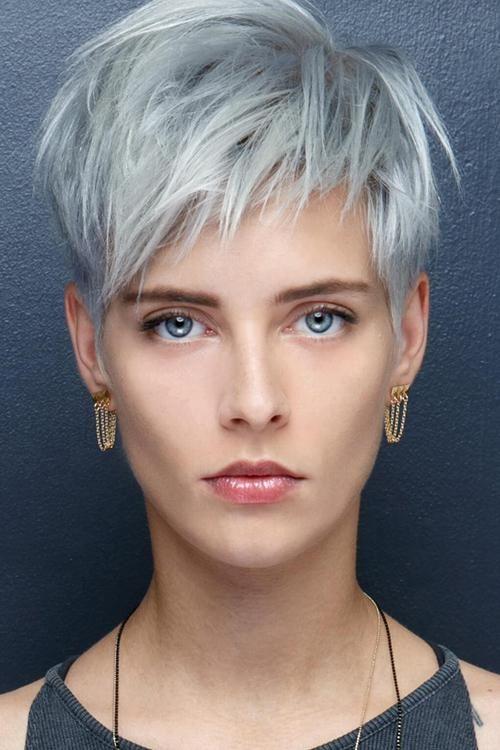 Kurzhaarfrisuren Frauen mit Graue Haare - innstyled.com