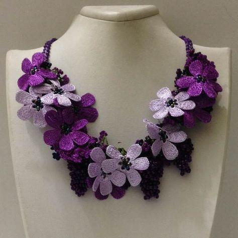 Lila und Pflaume lila Bouquet Halskette – OYA Lace Halskette häkeln,  #Bouquet #Häkeln #Halsk…