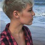 Machen Sie sich mit neuen, kurzen Frisuren in der Öffentlichkeit attraktiv