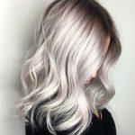 Manchmal ist es eine Blondine, die die Persönlichkeit einer Frau verbessert
