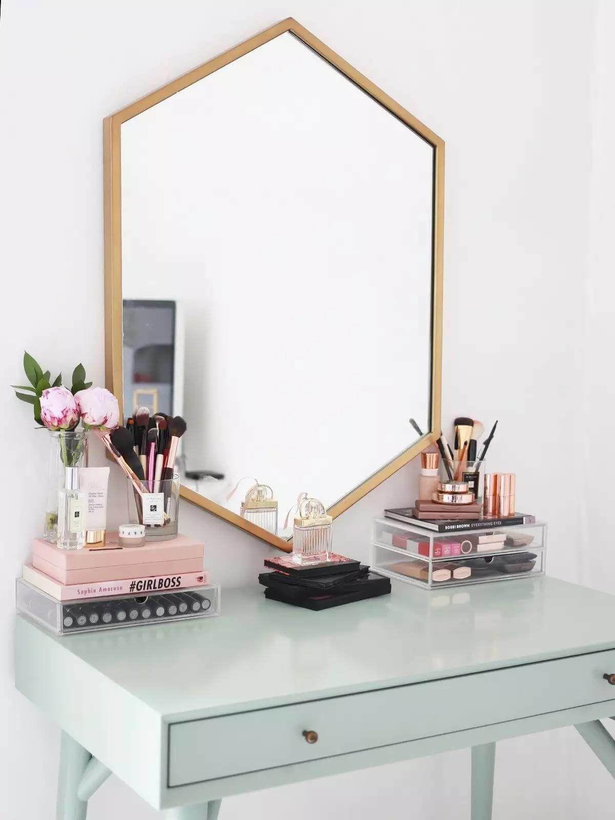 Minimalist Vanity and Geometric Wall Mirror