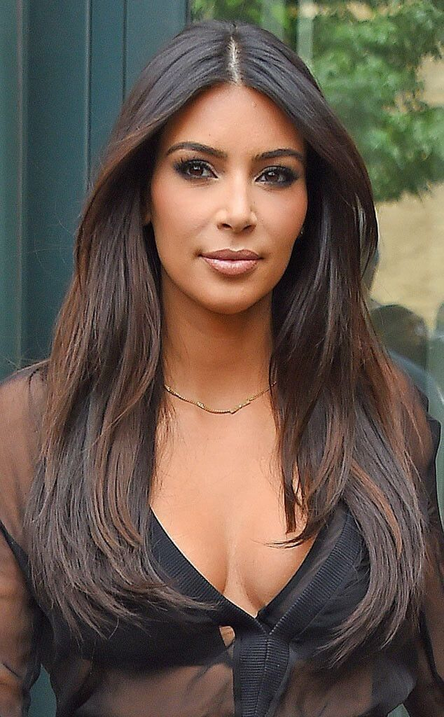 Mittelteil lange Frisur – dunkle brünette Haarfarbe