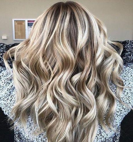 Neueste Haartrends 2018 #fallhaircolors Neueste Haartrends 2018 #kurzhaarfrisure…