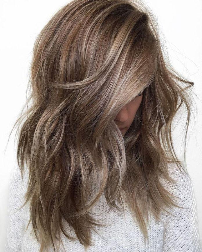 Pelo marrón ondulado con reflejos 20 cabellos castaños claros para una aparien…