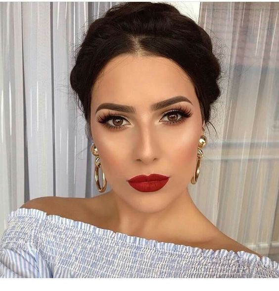 Red lips, brown eyes, awesome makeup.