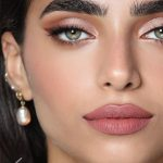 Rosa Augen Make-up und schöne Ohrringe #Augen #Makeup #Ohrringe #rosa #schöne ...