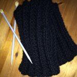 Strickanleitung: Hübscher Schal für Strickanfänger mit falschem Patent