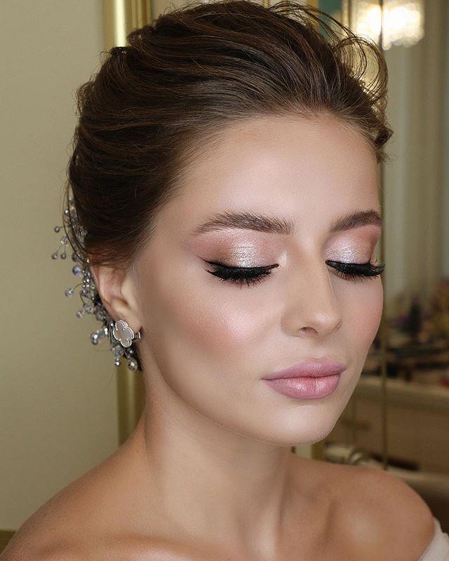 Subtle looking makeup