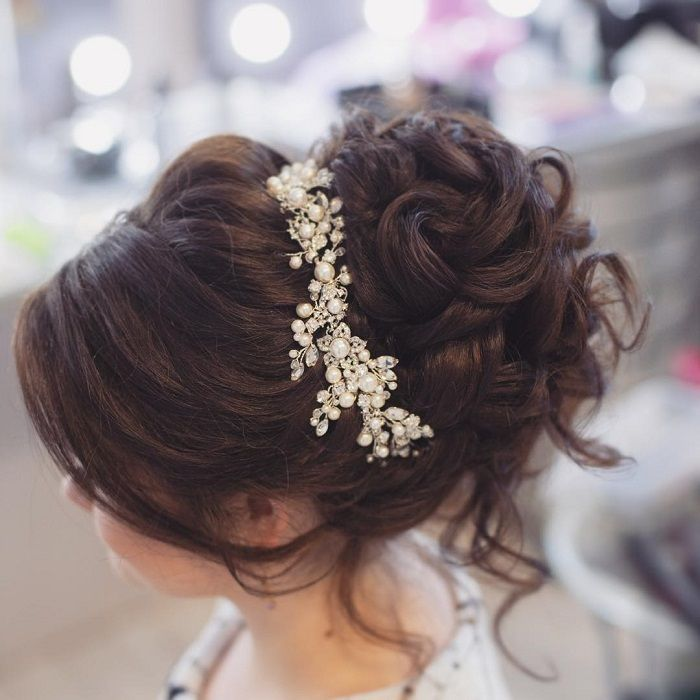 Take a look at these 36 pretty messy wedding hair updos and they would fit in so… | lifestylezz