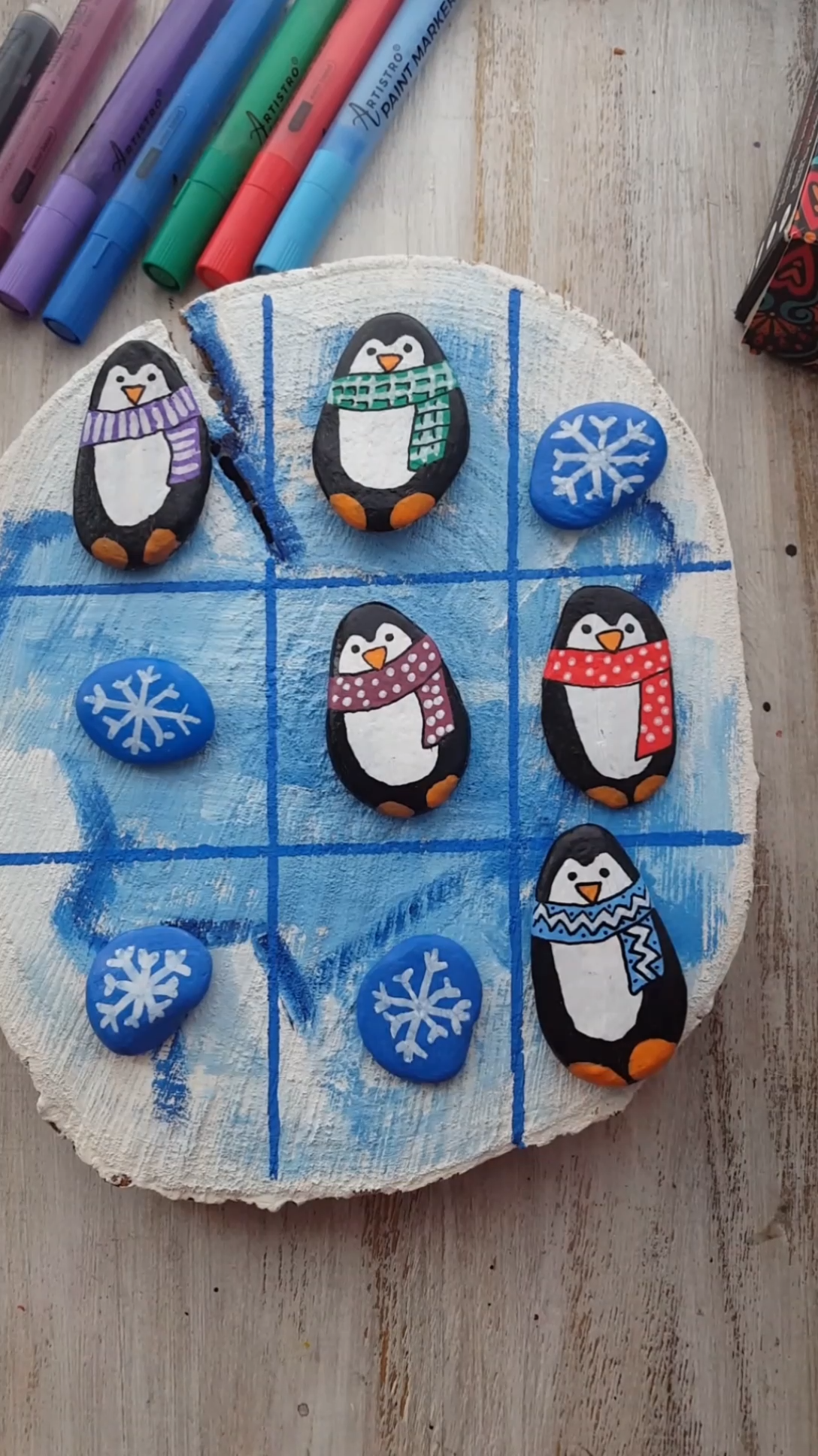 Tic-tac-toe Christmas painting