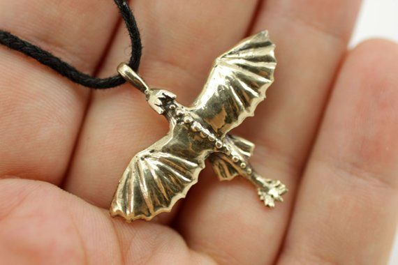 Toothless httyd pendant necklace How one can prepare your dragon #dragon #httyd …