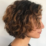 Top 15 Haarschnitte für kurzes lockiges Haar 2018