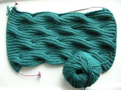 beautiful stitch pattern (free) – Winding River Cowl from Knitting Daily. Ravelr…