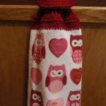 crochet hanging towel: I've never actually done this, and this is a free pattern...