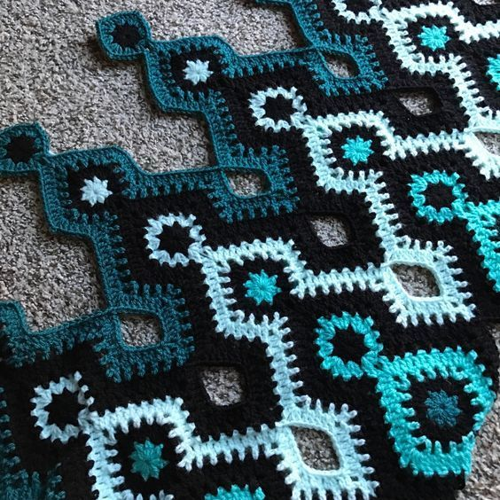 """crochetghoulie: """"Shades of teal I'm gonna call this pattern Nostromo, after …"""